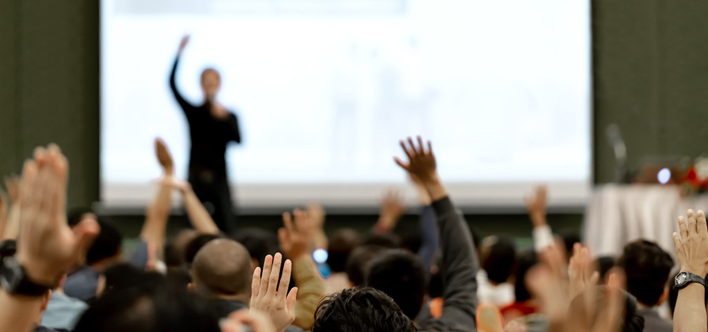 Asking questions in conference presentation